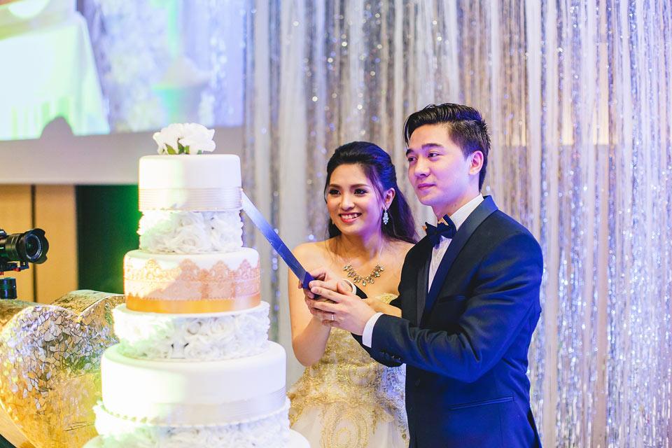 nakrojeni-svatebniho-dortu