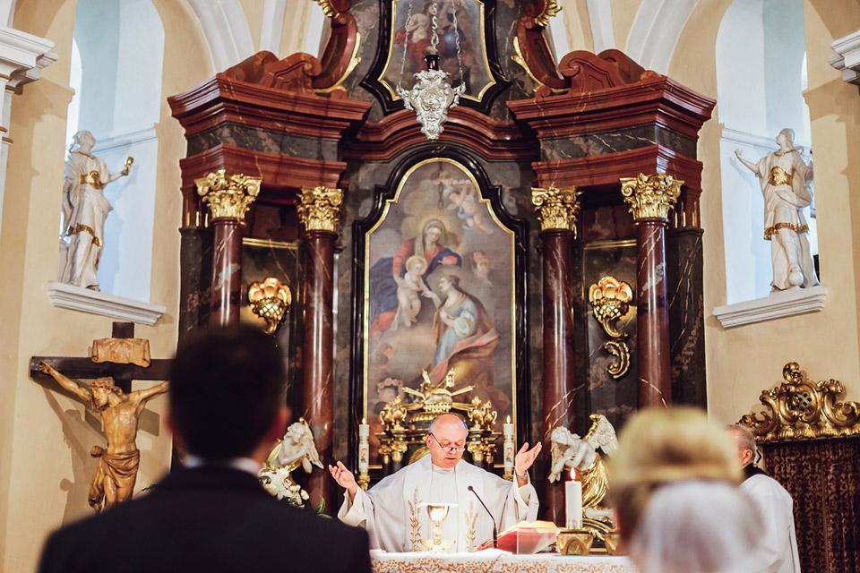 pan-farar-v-kostele