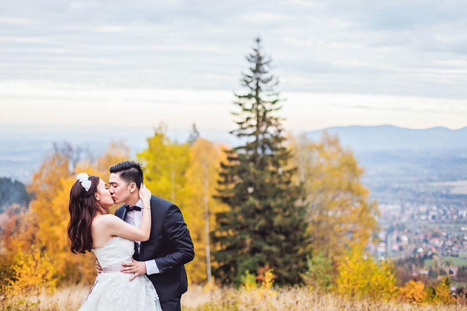 romanticka-svatebni-fotografie-pred-zapadem-slunce