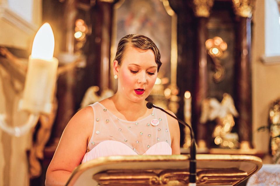 svedkyne-predcita-na-svatbe-v-kostele