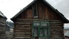 Chatrč v cikánské osadě na Slovensku